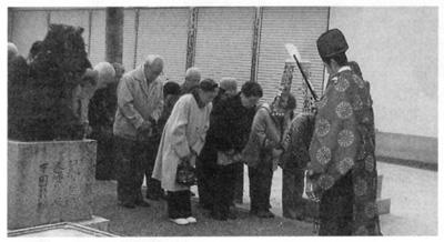 二宮神社に16年ぶりに長寿鑑 奉納