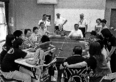 笑顔一杯の「卓球バレー」
